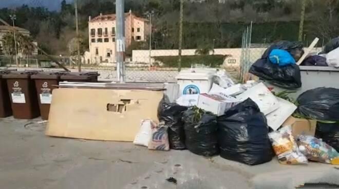 """Cava de' Tirreni, i cittadini lamentano: """"Si paga tanto di TA.RI. e la città è sporca"""""""