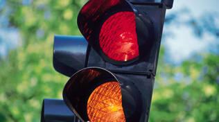 Contestare multa semaforo rosso: quando è possibile? Scarica fac simile