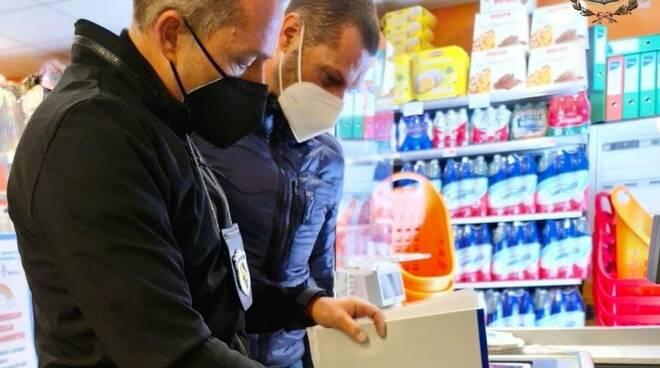Controlli a tappeto a Castellammare: chiusi 8 esercizi commerciali e sanzionate 30 persone