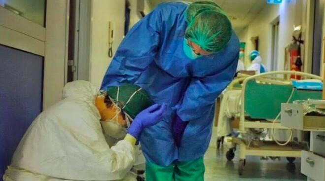 """Covid-19, l'Ordine dei medici italiani: """"Siamo stanchissimi, chiediamo misure drastiche per uscirne"""""""