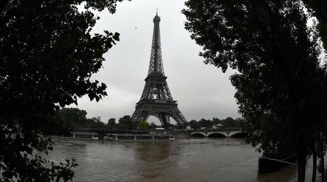 Francia, 14enne trovata morta nella Senna. Uccisa da coetanei
