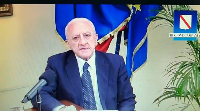 Foto tratta dal video posto sul diario di Facebook di Vincenzo De Luca
