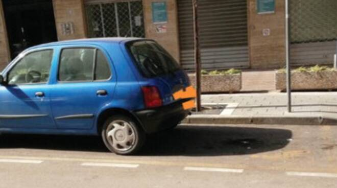 Gragnano, rubati i posti auto per disabili