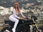 La modella e ballerina Aigul Duisheeva a Positano per la giornata dedicata alle Donne