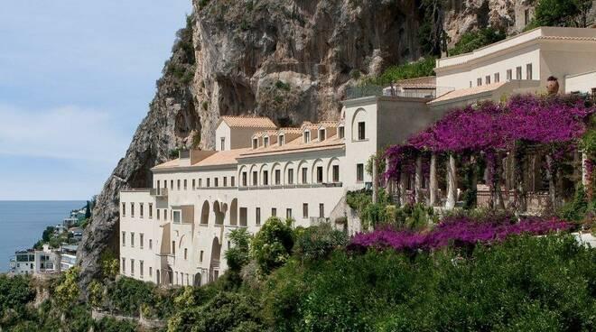 Luxury Travel Advisor: in gara per il secondo round l'NH Collection Grand Hotel Convento di Amalfi. Come votare