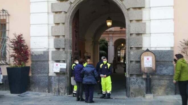 Maiori: al via i vaccini agli over 80 in Corso Reghinna. Positanonews sul posto