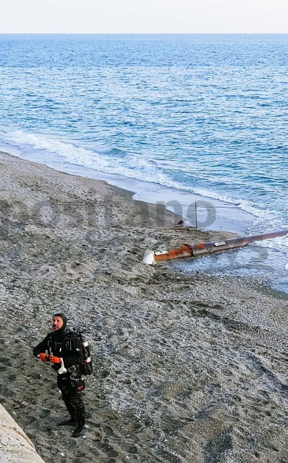 Maiori, lavori alla condotta sottomarina di scarico. Sub all'opera