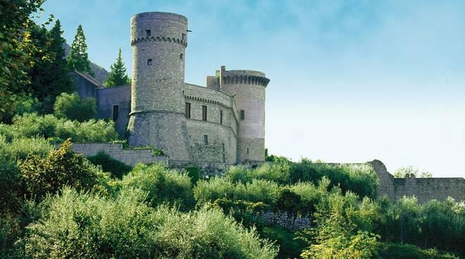 Mazzette e abusivismo a Castellammare: giù la mega villa vicino al Castello medievale