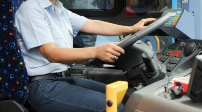 Napoli, autista Anm aggredito da un passeggero a cui aveva chiesto di indossare la mascherina