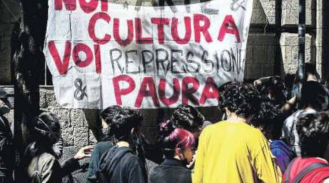Napoli, blitz della Digos nell'Accademia delle Belle Arti: studenti denunciati per occupazione e danneggiamento