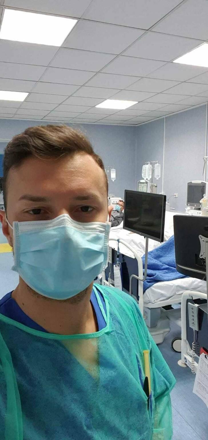 Napoli, positivo 37 giorni dopo la seconda dose di Pfizer. «Colpito dalla variante inglese»