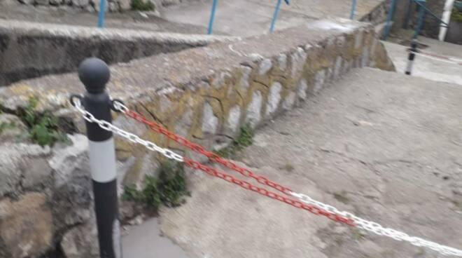 Nerano Massa Lubrense strada chiusa da un privato