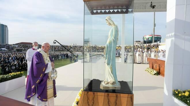 """Papa Francesco celebra la messa ad Erbil: """"La Chiesa in Iraq è viva"""""""