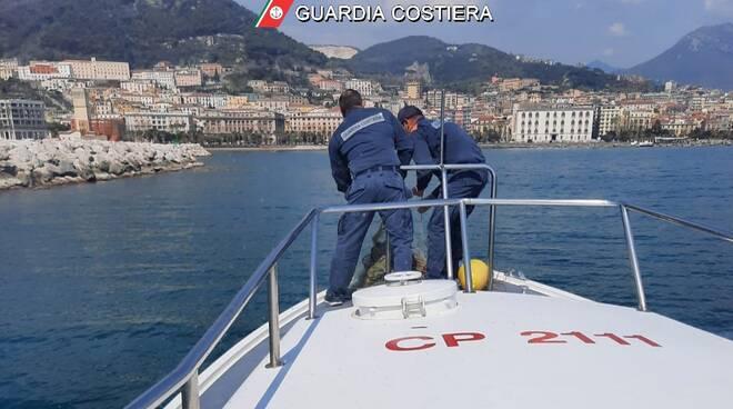 Pesca illegale a Salerno: la Guardia Costiera sequestra una rete abusiva