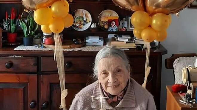 Piano di Sorrento: auguri per i suoi 90 anni a Gigliola, la mamma di Diego Ambruoso