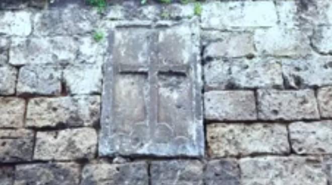 """Piano di Sorrento, """"I Luoghi del Venerdì Santo"""" parte dalla Croce in Piperno di Via Bagnulo"""