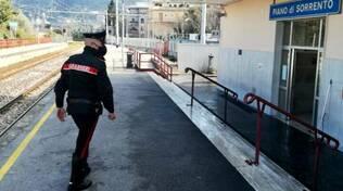 Piano di Sorrento, rapina la biglietteria EAV. Un carabiniere dal balcone di casa coordina l'arresto