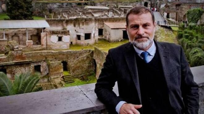 Pompei, il direttore del parco Osanna: «I lapilli come gadget ai turisti»