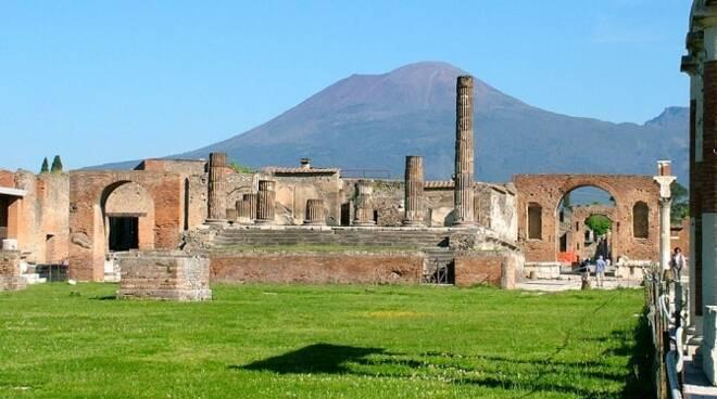 Pompei, la protesta pacifica degli imprenditori per la loro preoccupazione per il futuro