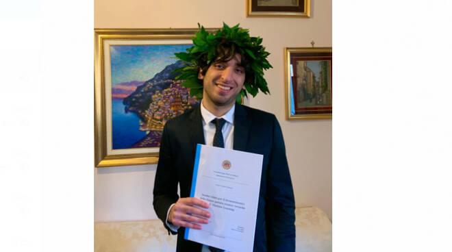 Positano, auguri a Mario Paone per la sua laurea in informatica
