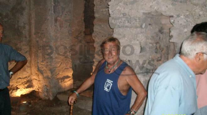 Positano, quando Lucio Dalla visitò la Cripta medioevale restandone incantato