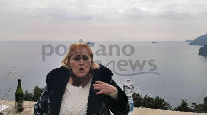 Positano-Vico Equense, la voce di Maria Greco rende magica la pineta di Tordigliano