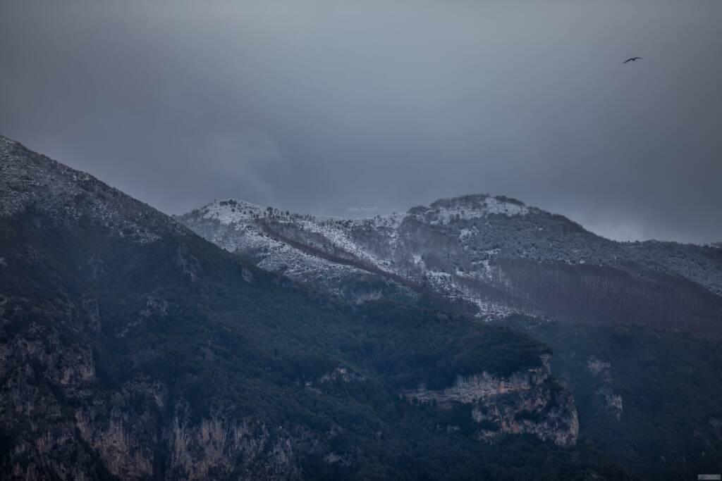 Primavera con la neve sui monti di Positano
