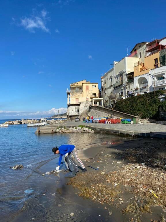 Raccolta rifiuti nei borghi marini di Massa Lubrense