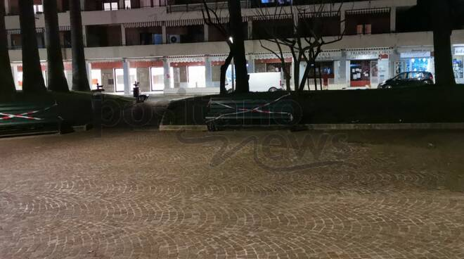 Sorrento sigilli alle Panchine a Piazza Lauro