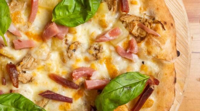 """Sorrento: voglia di pizza? Prova la Carciofi, speck e patate di Pizzeria """"Da Franco""""!"""