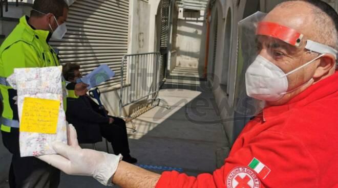 """Vaccini a Positano, il messaggio di un bimbo: """"Grazie di aver salvato mio nonno"""""""
