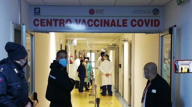 Emergenza virus a Salerno: i 70enni fragili beffati, la dose ancora non c'è
