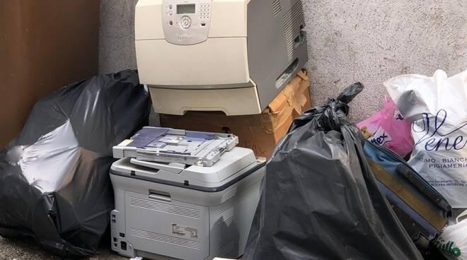 Cava de' Tirreni, multate cinque persone per errato conferimento dei rifiuti