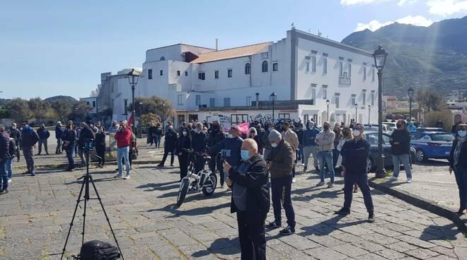 Coronavirus, vaccini e sostegno: protestano le perle della Campania