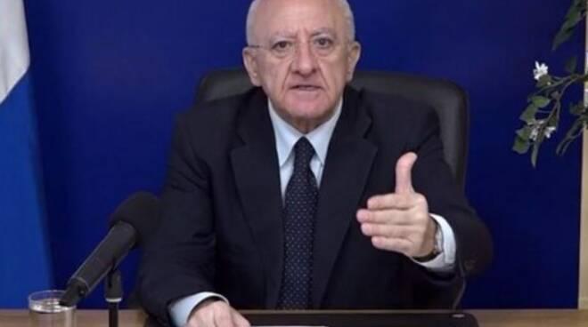 """De Luca a """"Porta a Porta"""": « Sui numeri della pandemia per la verità siamo abbastanza sereni»"""
