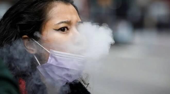 Fumo con la mascherina