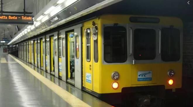 Investito ed ucciso dal treno della Metro 1 a Napoli