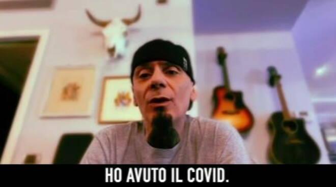 """J-Ax è guarito dal Covid: """"Avevo paura di lasciare mio figlio orfano"""""""