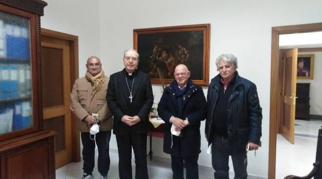 L'arcivescovo di Pompei vicino ai lavoratori del turismo nella manifestazione del prossimo primo maggio