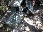Maiori, auto abbandonate nel verde: una discarica sul cimitero
