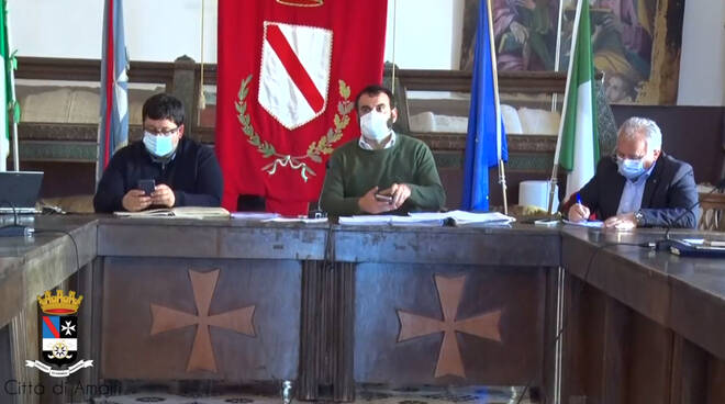 Oggi consiglio comunale ad Amalfi, il primo in diretta streaming