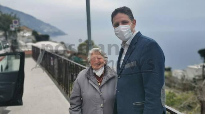 Positano elisir di giovinezza: oggi vaccinata la donna più anziana, Rafaela Cinque