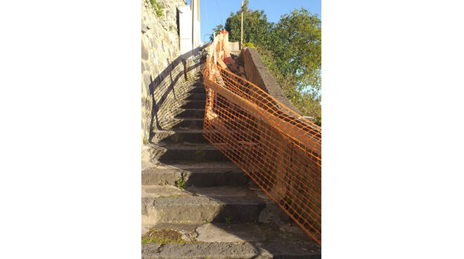 Positano, scale abbandonate in zona Laurito. Disagi per i residenti