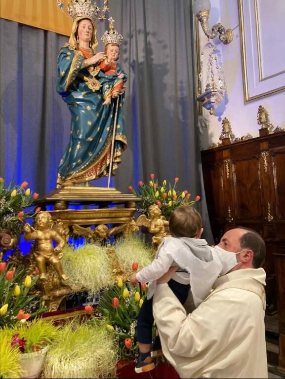 Positano: tanti auguri ad Antonino, il primo bambino a ricevere il Battesimo con la nuova acqua benedetta