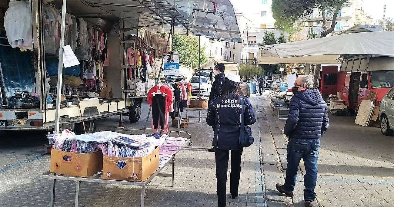 Salerno, continua la protesta degli ambulanti