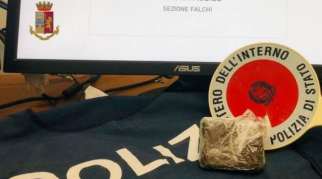 Salerno la polizia arresta spacciatrice