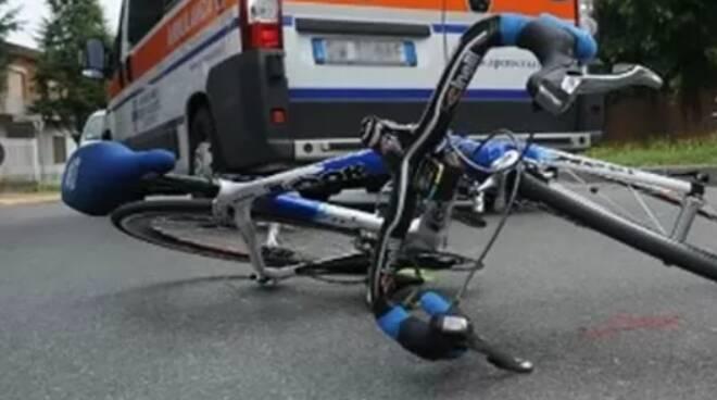 Salerno: uomo travolto da un'auto mentre è in bici, perde la vita a 54 anni