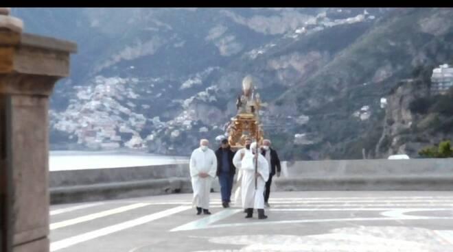 San Gennaro in processione per proteggere Praiano dal Covid