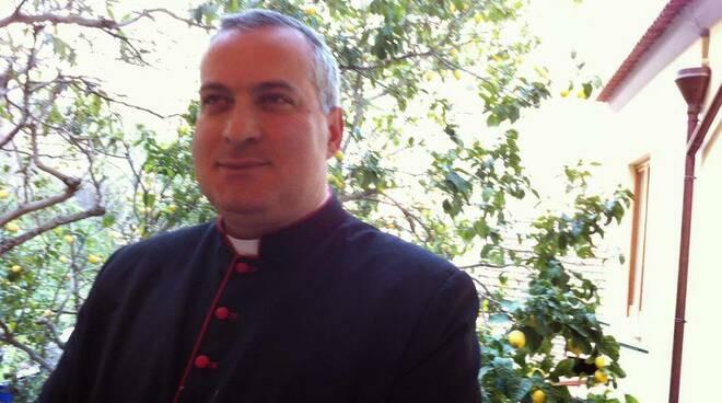 Vico Equense, famiglia rischia di perdere la propria casa. La lettera del parroco Mons. Castellano