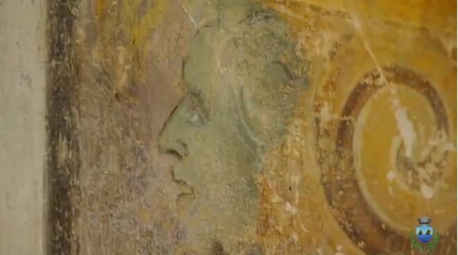 Vietri sul Mare, durante il restauro dei dipinti della sala consiliare compare l'autoritratto dell'artista